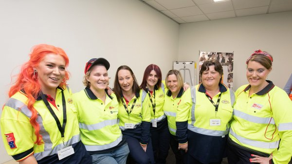 060720 women tradies