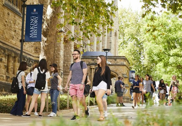 250620 students on campus UoA web 0