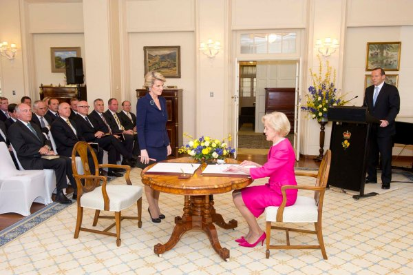 Julie Bishop being sworn in as Foreign Minister